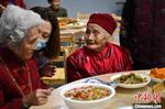 """成都""""千岁宴"""":121岁祖祖携长寿老人话重阳"""