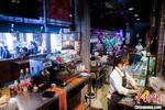 """港青""""网红""""餐吧遍布大湾区:跨出舒适圈、体验不同人生"""